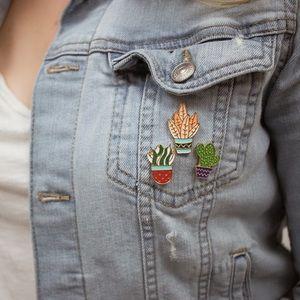 Cally cactus pin set 🌵